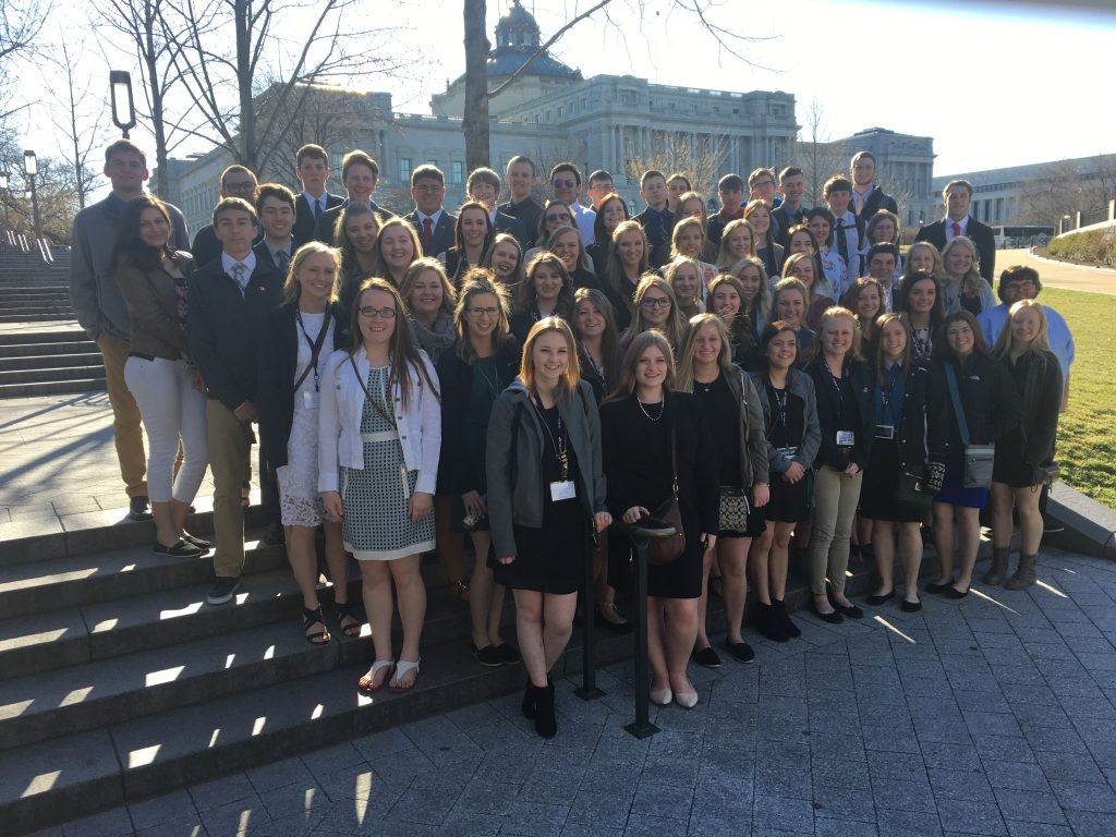 photo of 64 williston high school seniors in Washington, D.C.
